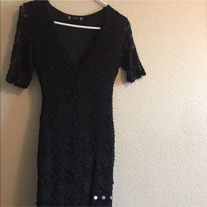midi-sleeved black v-neck laced dress